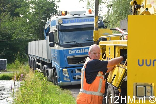 Vrachtwagen weggezakt Voorwillenseweg GDA (1) (Kopie)