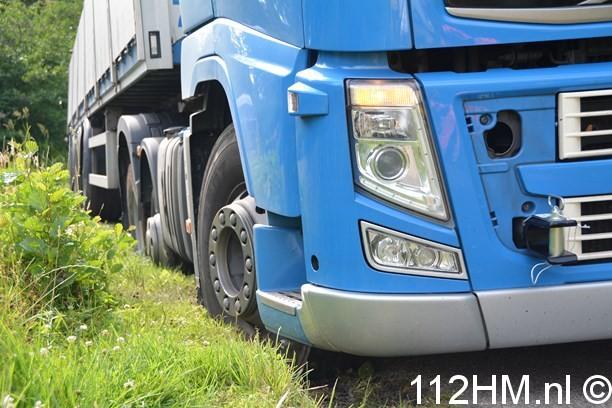 Vrachtwagen weggezakt Voorwillenseweg GDA (3) (Kopie)