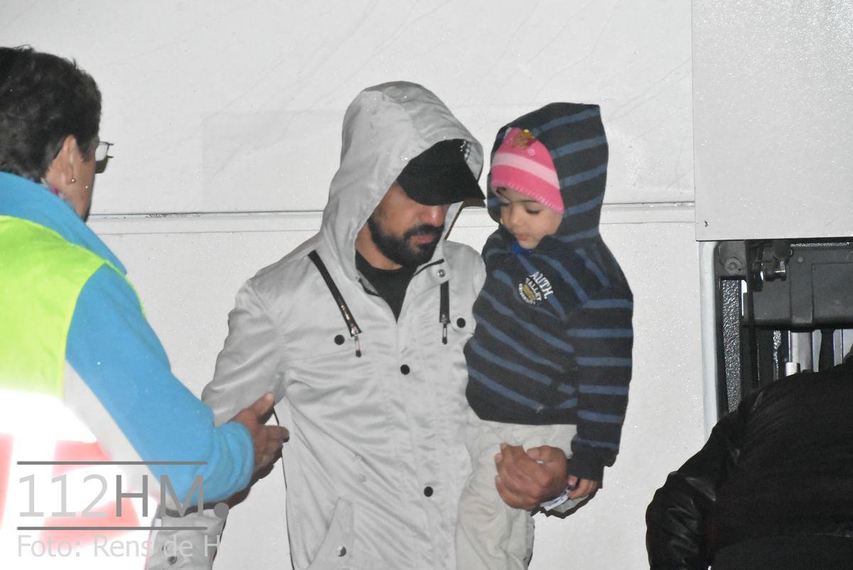 Vluchtelingen komen aan bij opvang Waddinxveen (10)