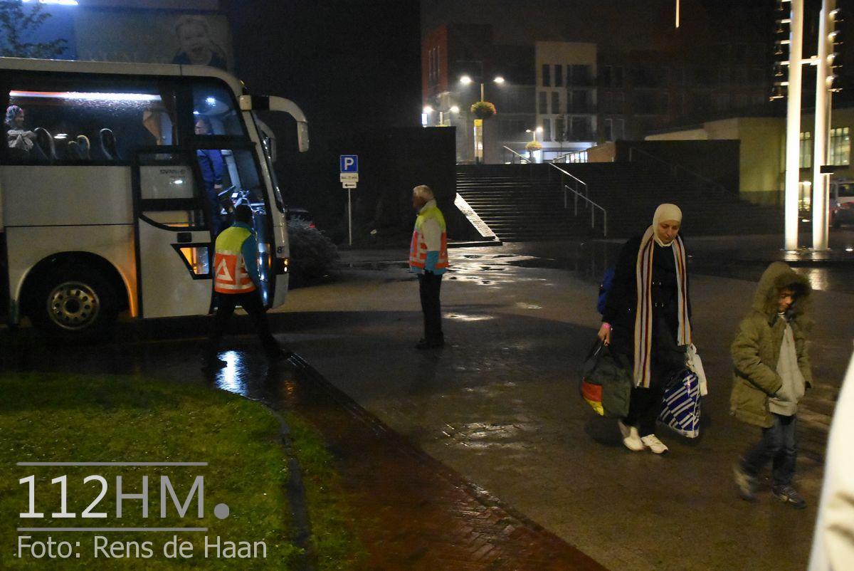Vluchtelingen komen aan bij opvang Waddinxveen (11)