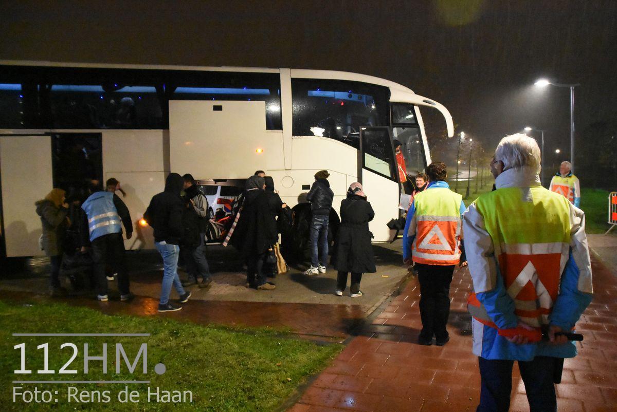 Vluchtelingen komen aan bij opvang Waddinxveen (5)