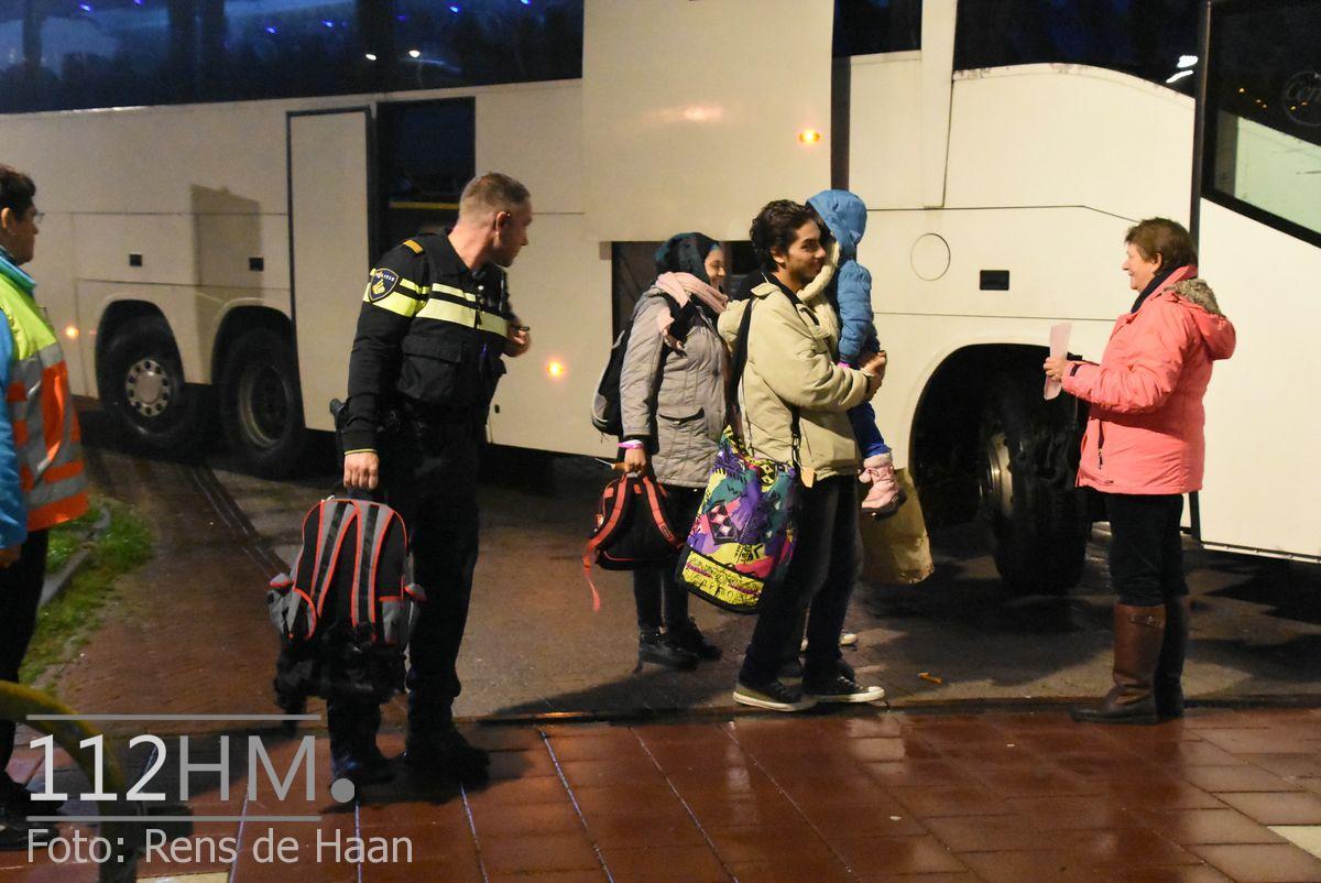Vluchtelingen komen aan bij opvang Waddinxveen (6)