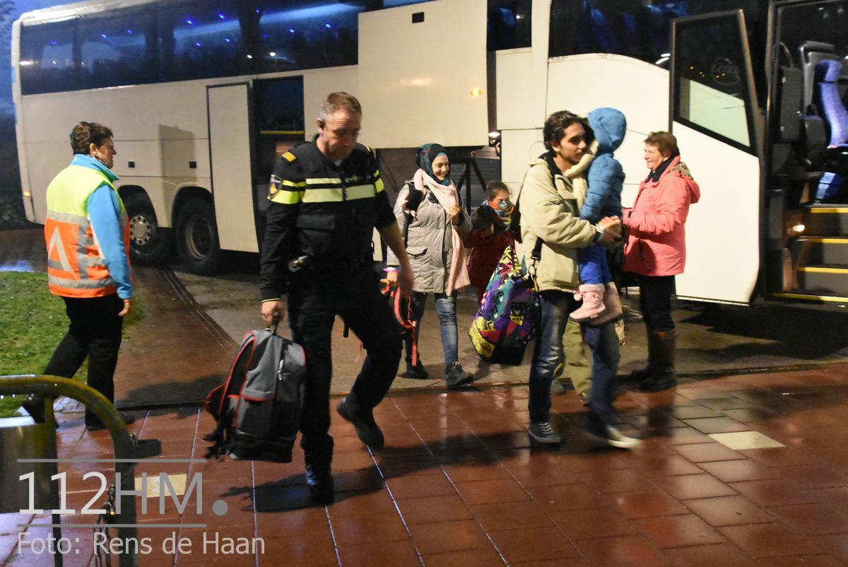 Vluchtelingen komen aan bij opvang Waddinxveen (7)
