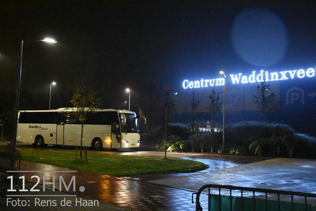 Vluchtelingen komen aan bij opvang Waddinxveen (9)