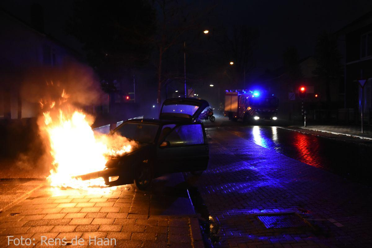 Voertuigbrand Stationsstraat Waddinxveen (1)