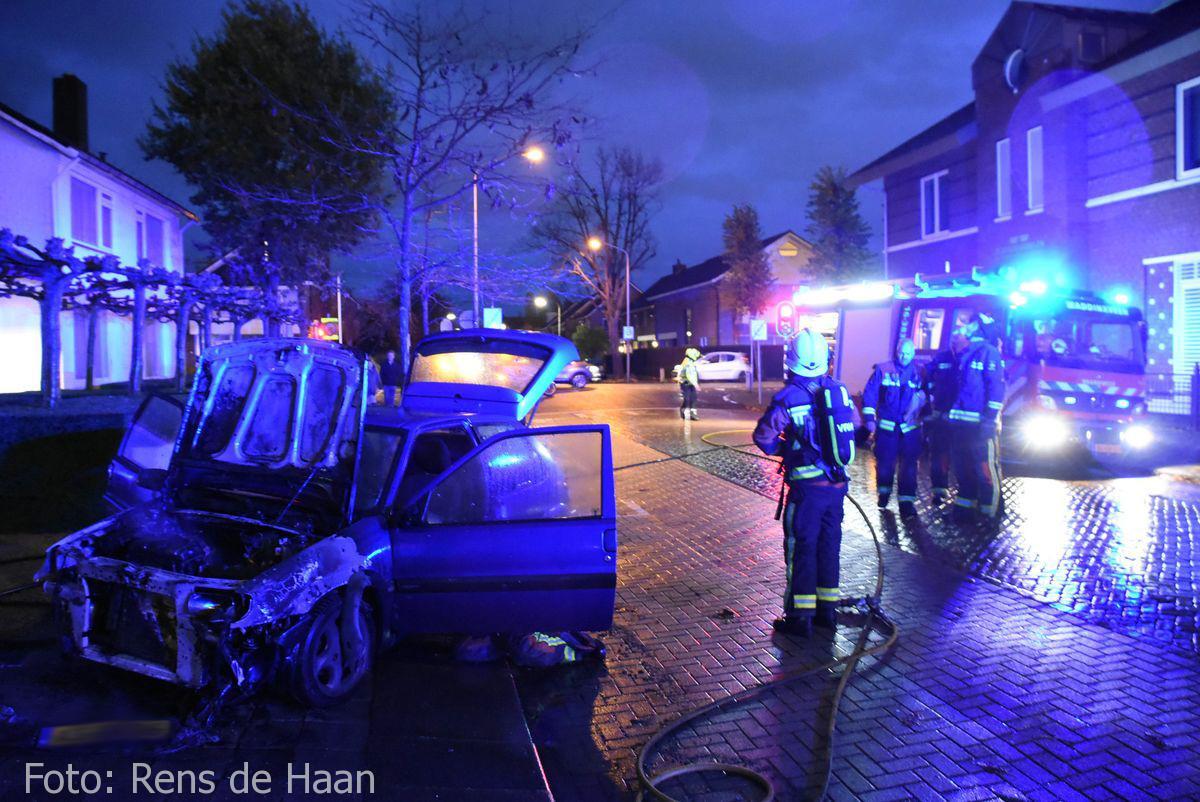 Voertuigbrand Stationsstraat Waddinxveen (16)