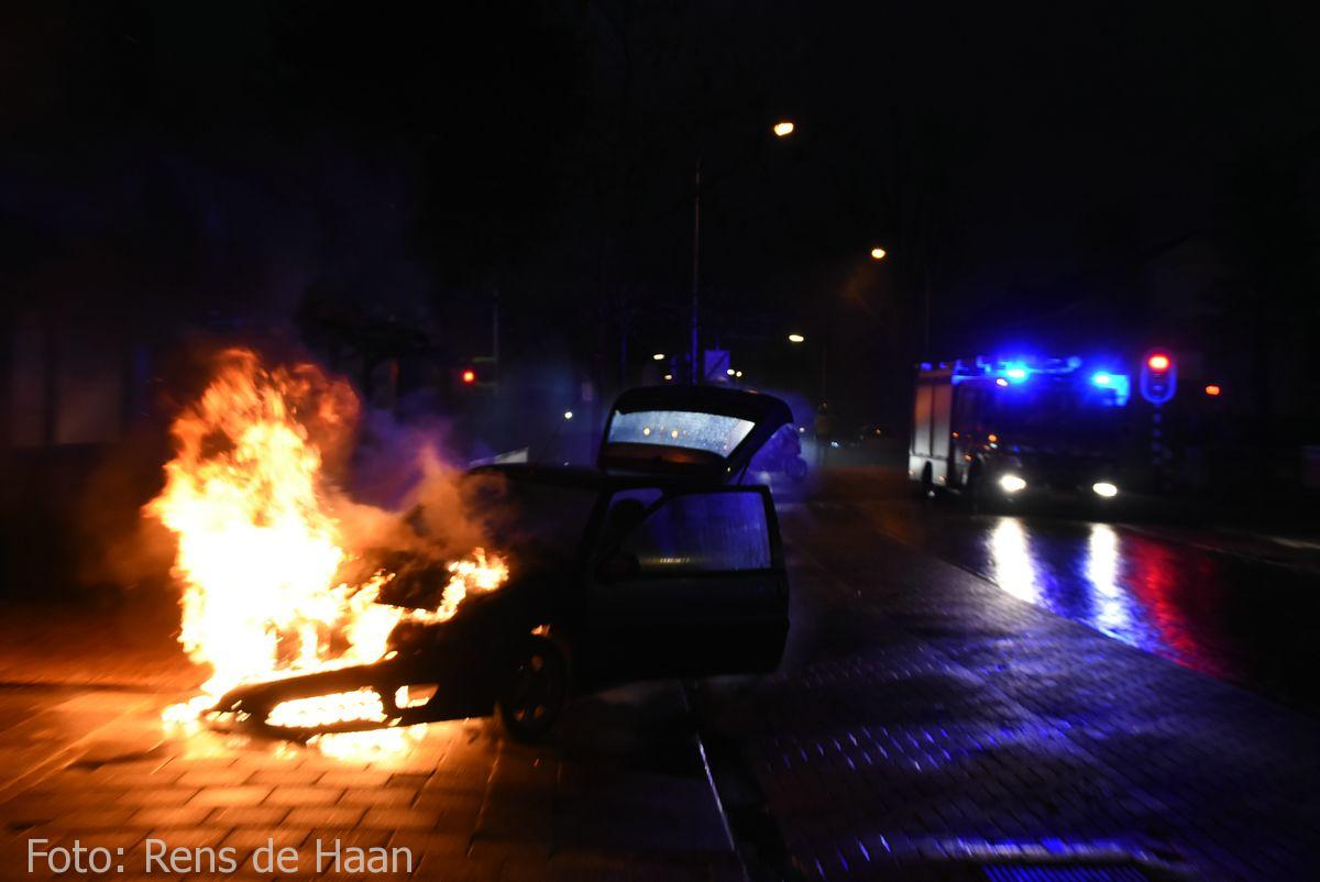 Voertuigbrand Stationsstraat Waddinxveen (2)