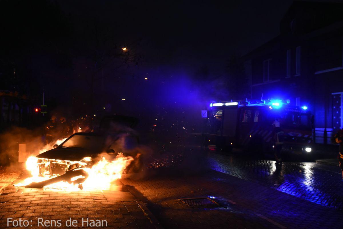 Voertuigbrand Stationsstraat Waddinxveen (5)