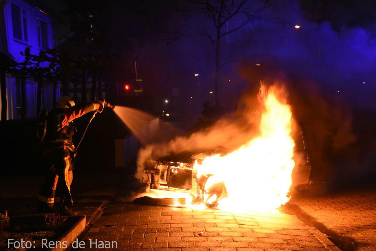 Voertuigbrand Stationsstraat Waddinxveen (6)