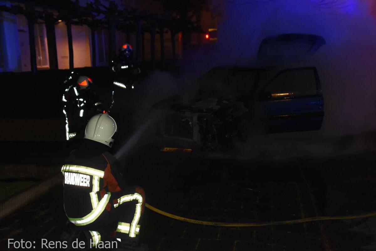 Voertuigbrand Stationsstraat Waddinxveen (9)