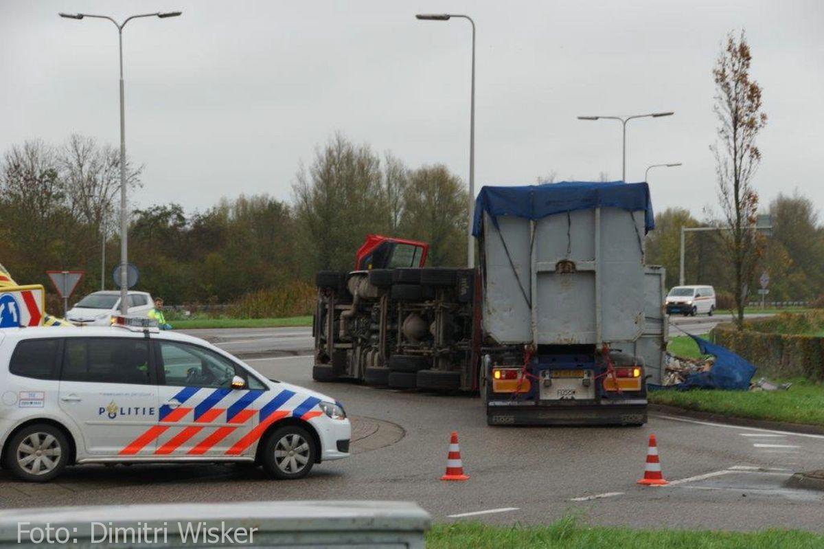 Vrachtwagen gekanteld (1)