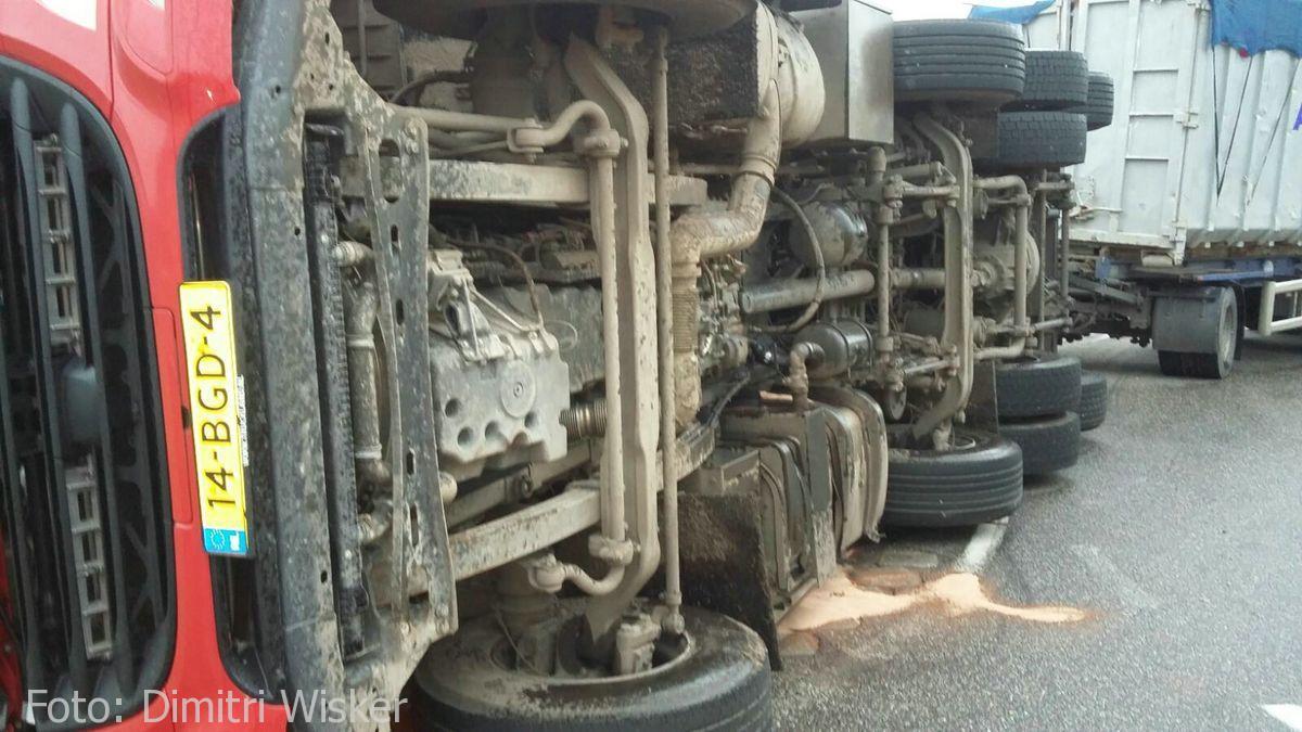 Vrachtwagen gekanteld (10)