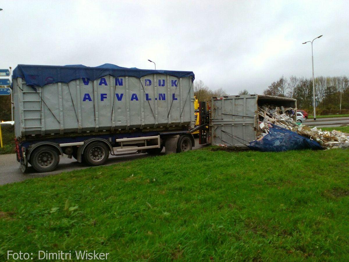 Vrachtwagen gekanteld (16)