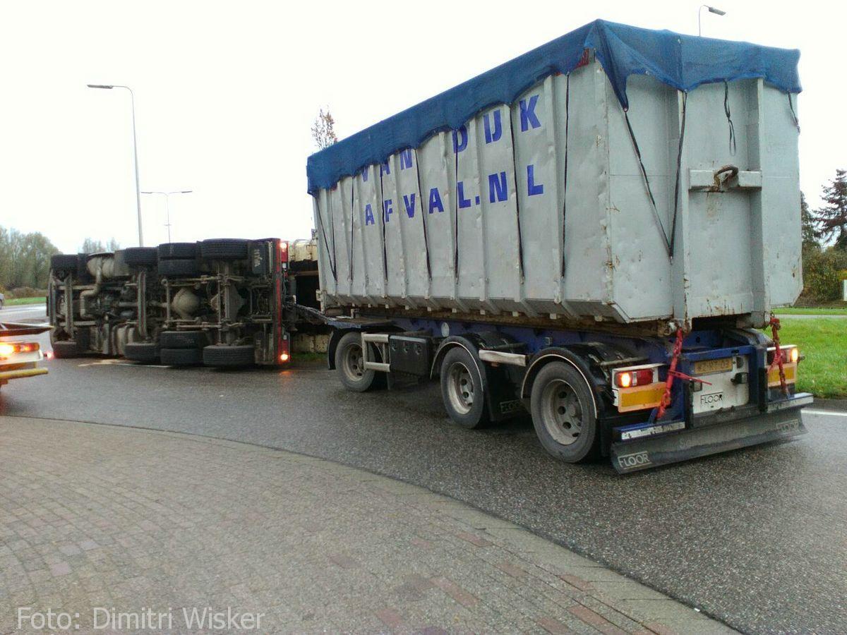 Vrachtwagen gekanteld (17)