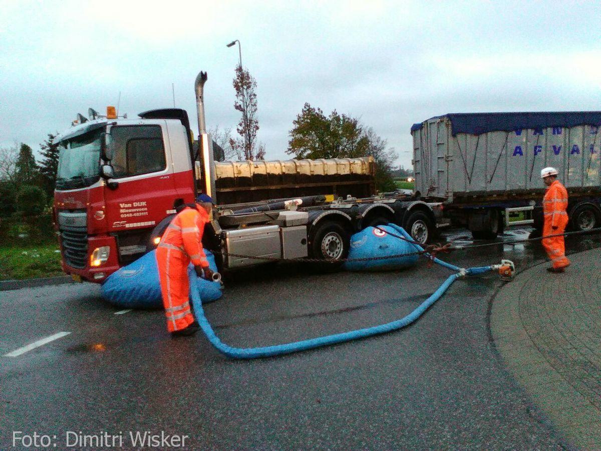 Vrachtwagen gekanteld (27)