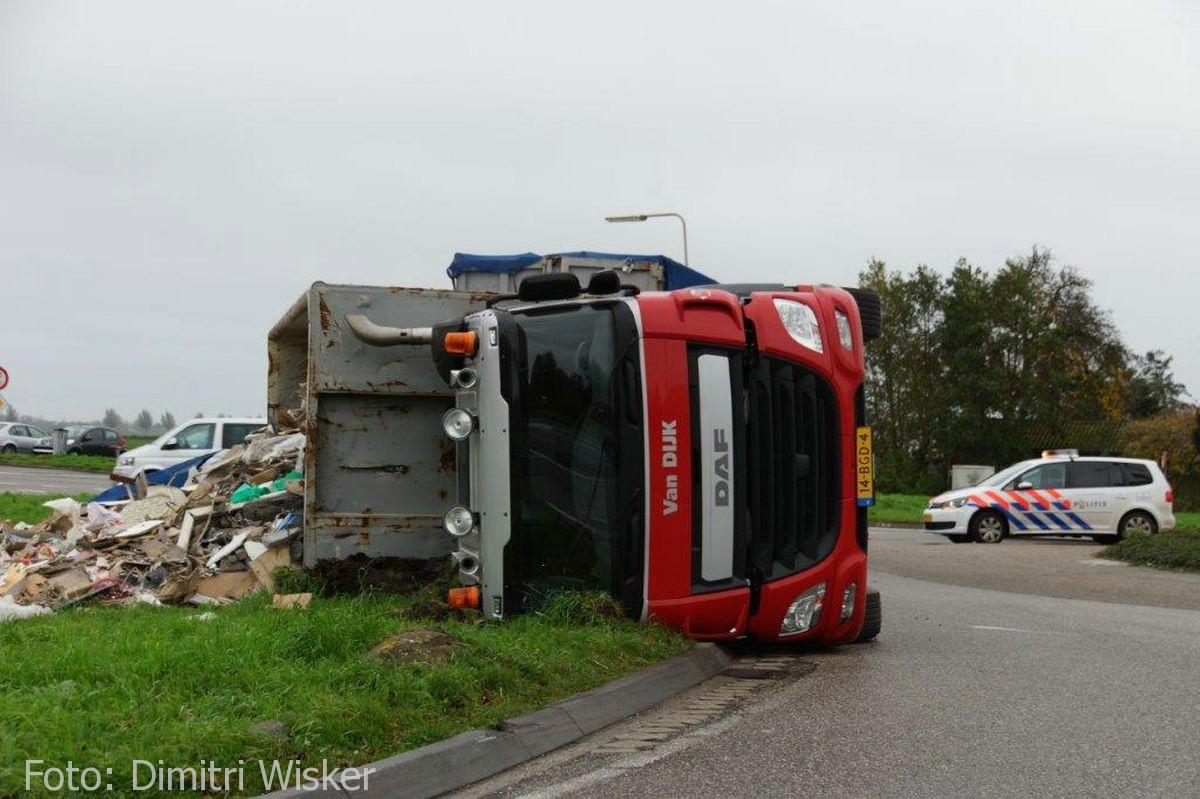 Vrachtwagen gekanteld (3)